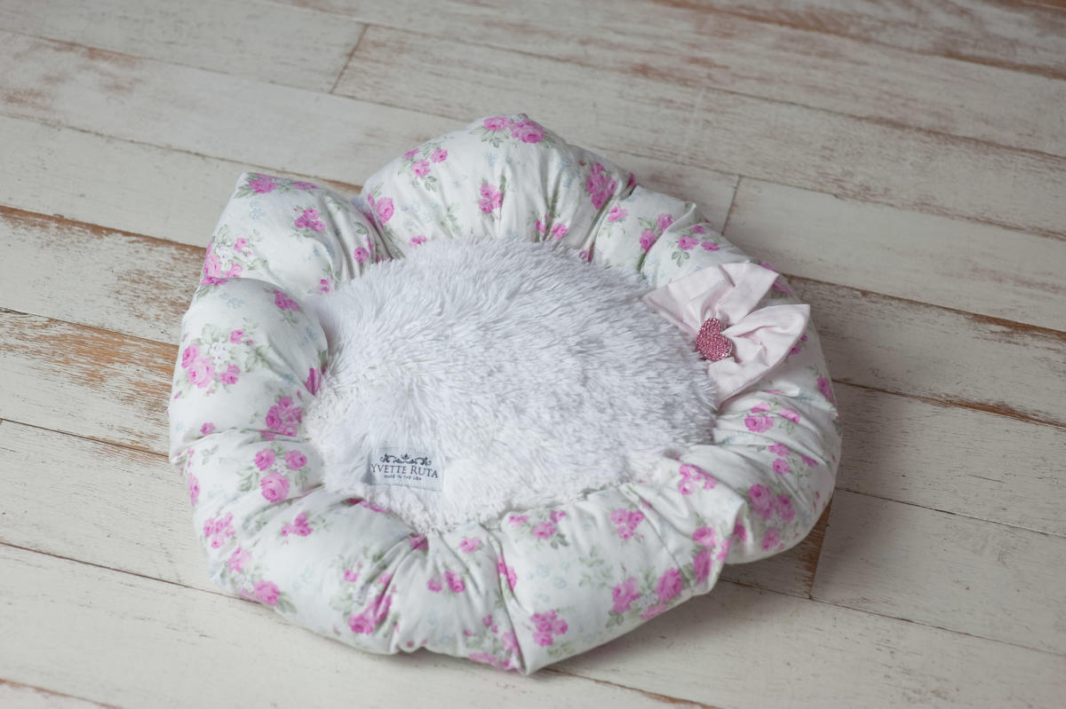 Shabby chic flower bed yvette ruta designs for Shabby chic dog